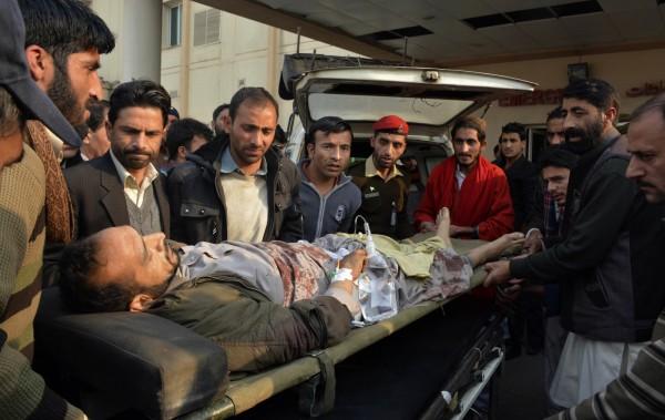 巴基斯坦官員今(23)日表示印度軍方對喀什米爾地區的平民開火,砲擊公車,造成至少9死11傷。(美聯社)