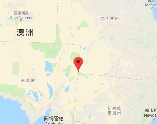 澳洲有個小鎮的居民可以「連跨3次年」,因為這個小鎮剛好坐落在3個時區的交界,只要移動很短的距離,就可以在1個半小時內跨3次年。圖中紅點為卡麥隆角位置。(圖擷取自Google地圖)