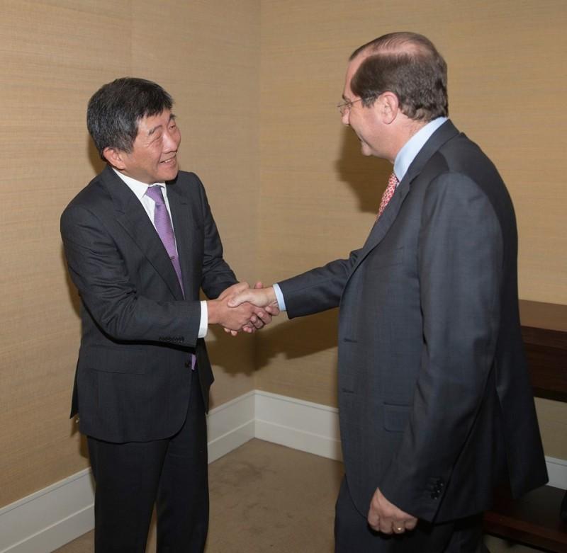 第72屆世界衛生大會(WHA)在20日開幕,美國衛生部長艾薩(Alex Azar)除了在會中力挺台灣,並且與衛福部長陳時中舉行會談。(圖擷取自U.S. Mission Geneva臉書)