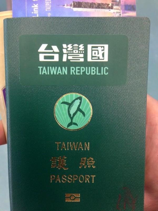 台灣民眾鄒宗佑今天(18日)下午在日本入境時卻被攔下,他告訴海關,這是台灣人的國家認同,「要把china 擋住」,移民官就放行了。(讀者鄒宗佑提供)