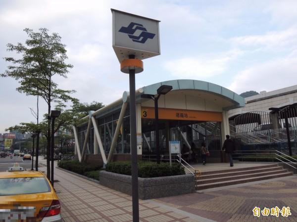1名身障女去年在北捷迴龍站,以電動輪椅撞傷站長和撞壞捷運設施,遭法院判刑。(資料照,記者謝武雄攝)