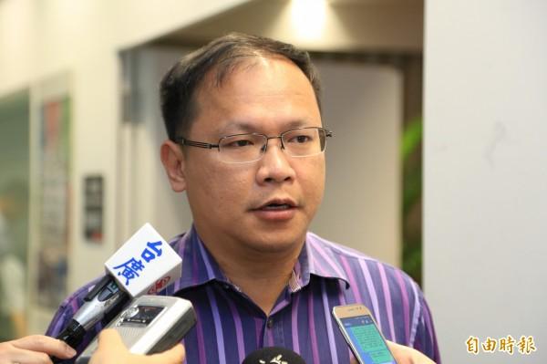 台中市交通局長王義川表示,盧秀燕的政策市府早在做,並要前交通局長林良泰向市民道歉。(記者蘇金鳳攝)