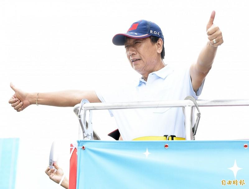 郭台銘昨天和剛宣布籌組「台灣民眾黨」的台北市長柯文哲見面,婉拒入黨,並表示仍想以無黨籍參選2020總統。(資料照)