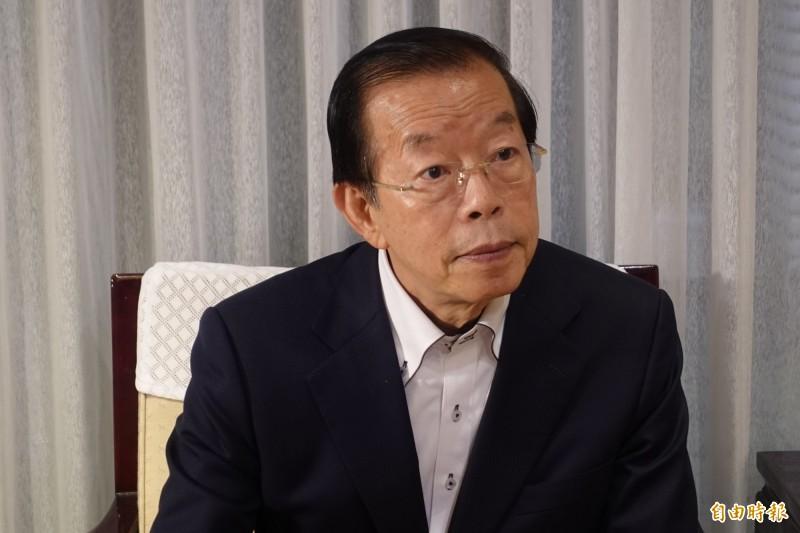 駐日代表謝長廷7日應媒體要求說明他與謝維洲終止收養關係一事。(記者林翠儀攝)