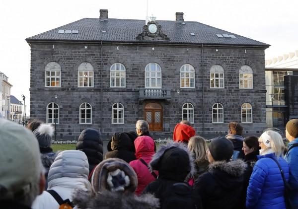冰島有望成為全球首個立法強制「同工同酬」的國家。圖為冰島國會。(美聯社)