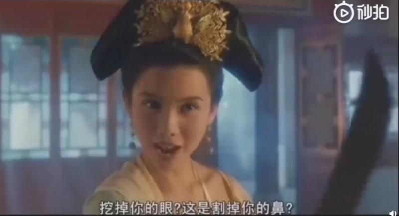 20年宮鬥老電影《慈禧秘密生活》內容多含煽情及暴力等情節。(圖擷自微博)