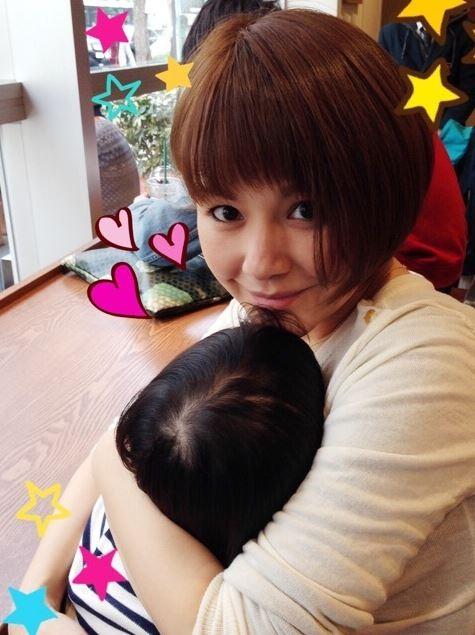 41歲的中澤裕子當初在生女兒的時候曾遭遇難產,花了30小時才順利分娩。(取自中澤裕子部落格)