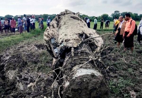 緬甸空軍2架中國製戰機「殲-7/F-7」今(16)日上午墜毀。(歐新社)