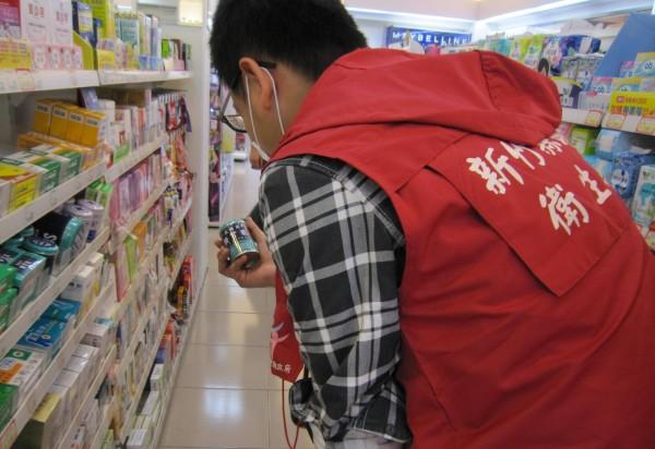 新竹縣政府衛生局針對添加工業用碳酸鈣、碳酸鎂藥品案,日前稽查了56家藥局、藥房、藥粧店。(圖由新竹縣政府衛生局提供)
