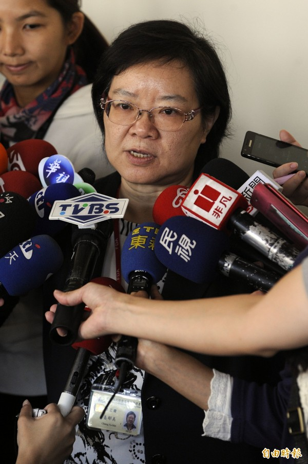 本東北五縣產品被黑心業者進口台灣,食品藥物管理署早在上月26日就在邊境稽查時發現標籤偽裝,但到昨天才公布,被質疑隱瞞;食藥署長姜郁美表示,要等查明狀況後才會公布。(資料照,記者陳志曲攝)