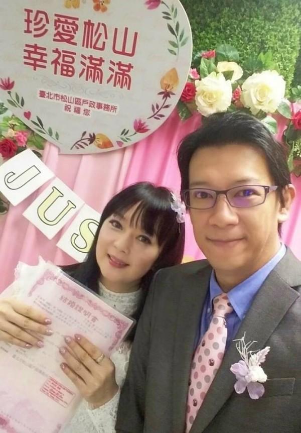 徐展元與谷懷萱今日登記結婚。(圖片取自「徐展元。後援會」臉書)