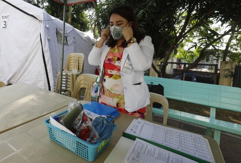 武漢肺炎全球病例激增,不少國家向中國購買檢測工具,希望能快篩出確診病患,不過多國紛紛傳出中國快篩準確性過低的問題,菲律賓衛生部28日指出,中國給他們的第一批測試工具,準確率僅40%。(歐新社)