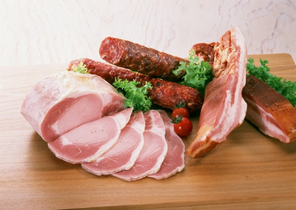 牛津大學健康部呼籲課徵紅肉及加工肉類的健康稅,降低國民罹癌風險。(情境照)