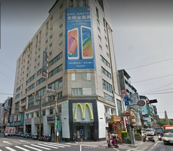 而劉媽媽除了這棟福星路大樓外,在逢甲還擁有兩間黃金店面,加起來1年光是租金,就讓劉媽媽進帳將近3000萬元。(圖擷取自Google地圖)