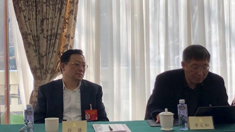 針對企業老闆涉嫌犯罪問題,中國最高檢察院副檢察長、全國政協委員孫謙(左)表示,行賄幾萬元,但沒有謀取重大違法利益,「這一類不要抓人」。(圖取自《新京報》)