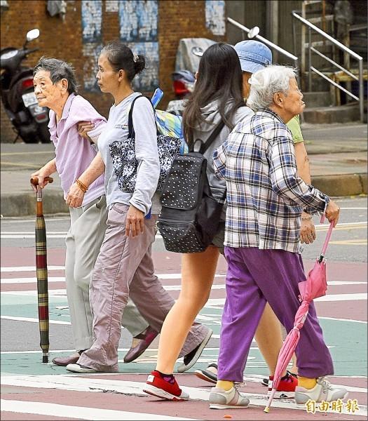 人口老化是台灣重大議題。(資料照,記者陳志曲攝)