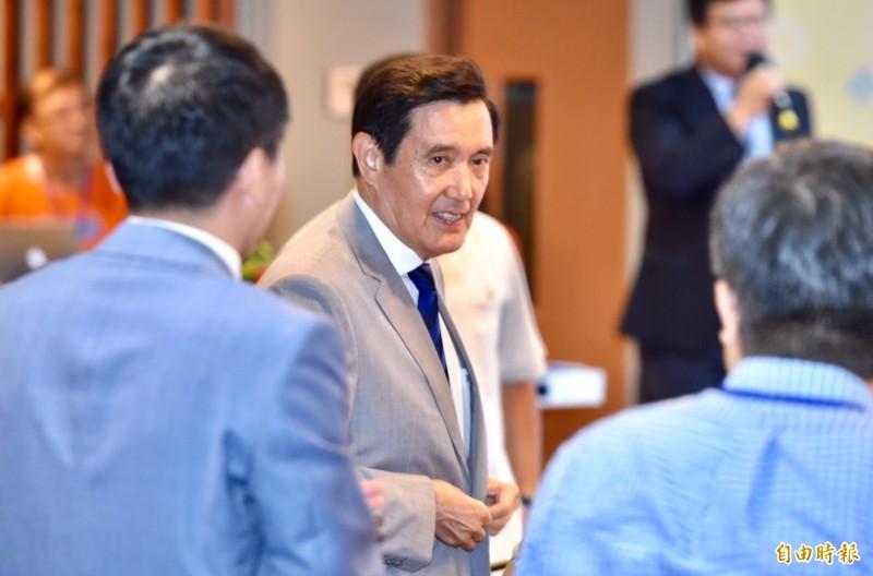 媒體詢問是否會居間協助韓國瑜與郭台銘溝通,前總統馬英九說,只要能幫得上忙,他都會全力以赴。(記者塗建榮攝)