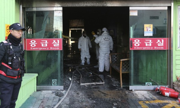 南韓慶尚南道密陽市世宗醫院26日大火,造成37死143傷。(美聯社)