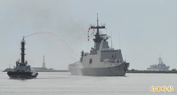 海軍出動康定級巡航艦(拉法葉)到沖之鳥海域護漁。 (資料照,記者黃志源攝)