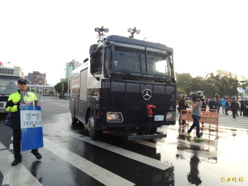 圖為台灣太陽花期間警方使用的鎮暴水車。(資料照)