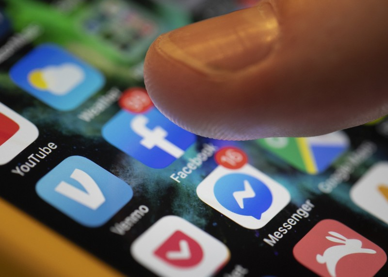 美國國土安全部近日又再發出一公告聲明,要求申請移民美國者,要提交過去5年使用過的社群媒體帳號用戶名,預計將於2020年開始實施。(美聯社)