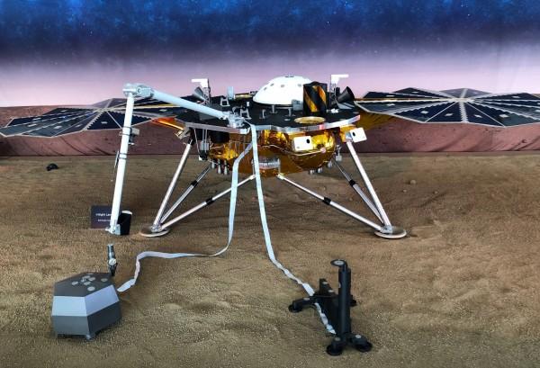 「洞察號」能夠收集固體數據,欲探究火星組成物質與環境變化原因。(路透)