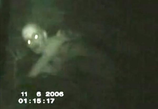 不少人聲稱自己見過這種被稱為「The Rake」的生物。(圖擷取自YouTube)