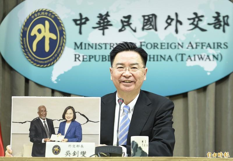 外交部長吳釗燮今天宣布,我國與索馬利蘭共和國兩國政府同意以「台灣代表處」(Taiwan Representative Office)及「索馬利蘭代表處」(Somaliland Representative Office)名稱互設官方代表機構。(記者陳志曲攝)