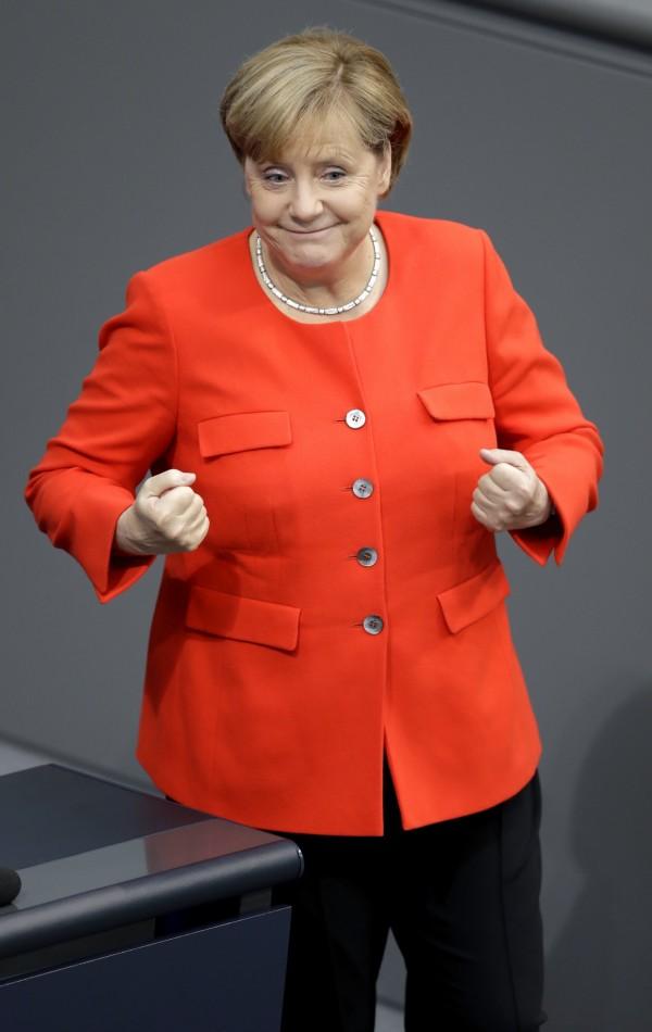 梅克爾於德國時間4日下令將投注10億歐元來解決空氣汙染。(美聯社)