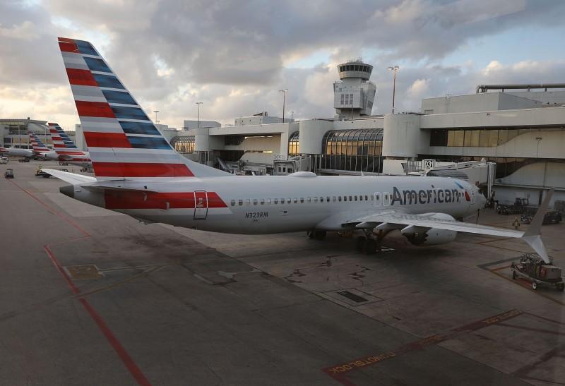 民航局下令,今晚起禁飛波音737 MAX8、737 MAX9機型。圖為停放在邁阿密機場的美國航空的波音737 Max8客機。(法新社)