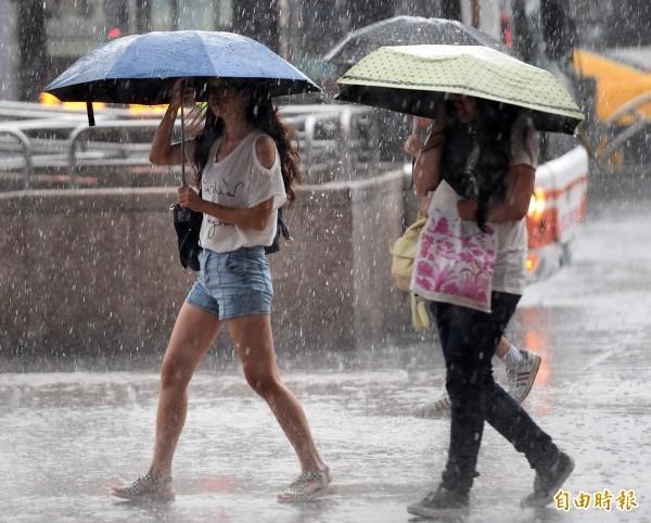 北台灣迎風面降雨持續至下週。(資料照)