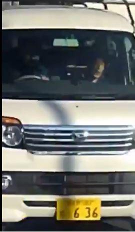 最後男子開著白色廂型車離去。(圖擷自@Kimi_Aloha808 推特)