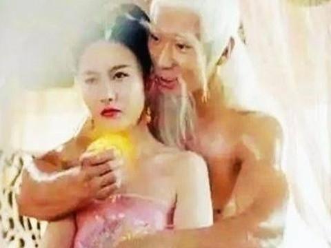 中國網絡電影《天篷元帥之大鬧天宮》,情節被指控低俗,遭到中國道教聲討,已經被下架禁播。圖為電影情節之一是太上老君火辣偷情鐵扇公主。(圖擷取自網路)