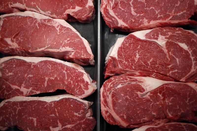 日本的日清食品22日宣布培育出約1立方公分大小的牛肉組織,日清食品的負責人表示,這是培育出人造牛排的第一步。(彭博資料照)