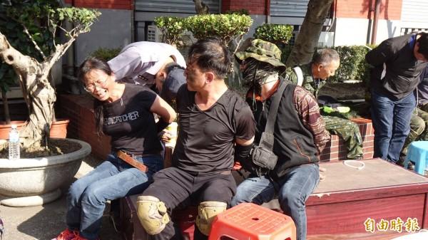 800壯士與警方發生激烈衝突,現場有人遭拘捕。(記者劉信德攝)