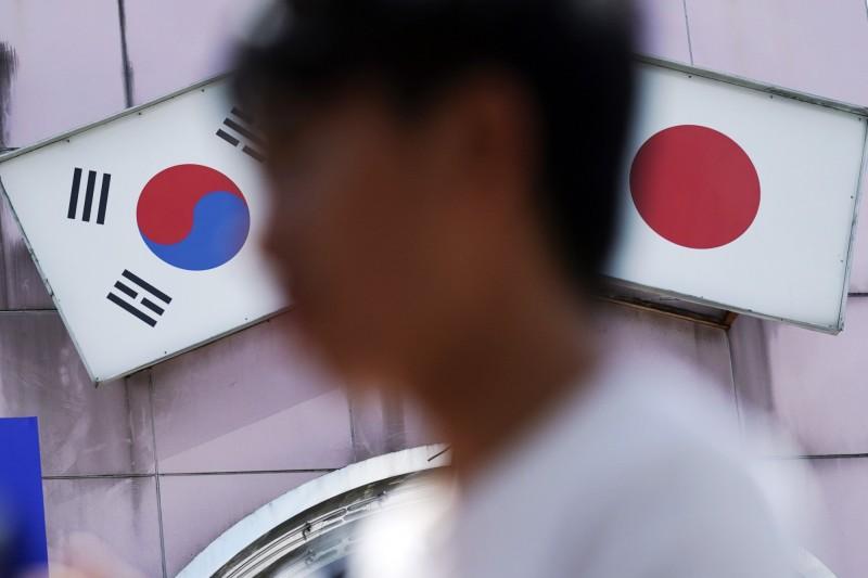 隨著日韓貿易戰越演越烈,有南韓民間號召抵制赴日旅遊的行動,今日就有南韓民調結果指出,在10人中有8人不願赴日旅遊。(美聯社)