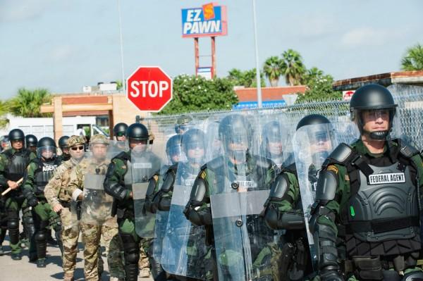 美國國防部表示今日將增派邊境士兵至5200人,且有7000名現役士兵可對國土安全提供「即時支援」。(法新社)