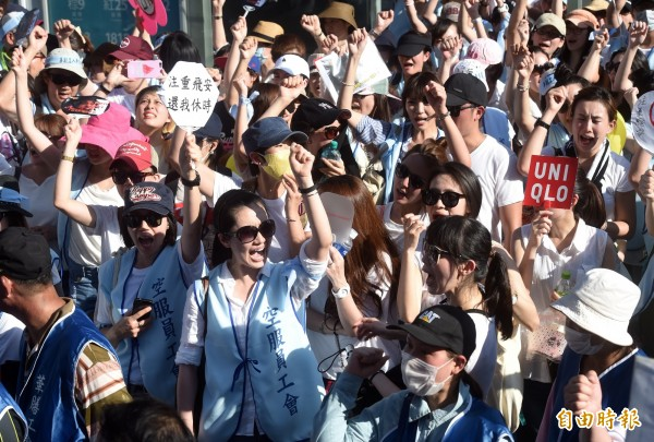 華航空服員罷工投票結果昨出爐,支持罷工比率高達99.4%,華航工會理事張馨方強調,空服員站出來就是為了「尊重」二字。(資料照,記者簡榮豐攝)