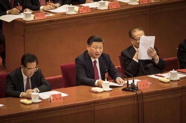 中國國家主席習近平(中)。(彭博)