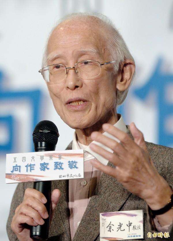 著名詩人余光中90歲病逝,歷經戰亂時期,在中國南京出生的他,以江南人自命,在飄洋過海來台灣之後,將對中國的情懷書寫成〈鄉愁〉與〈鄉愁四韻〉。(資料照,記者廖振輝攝)