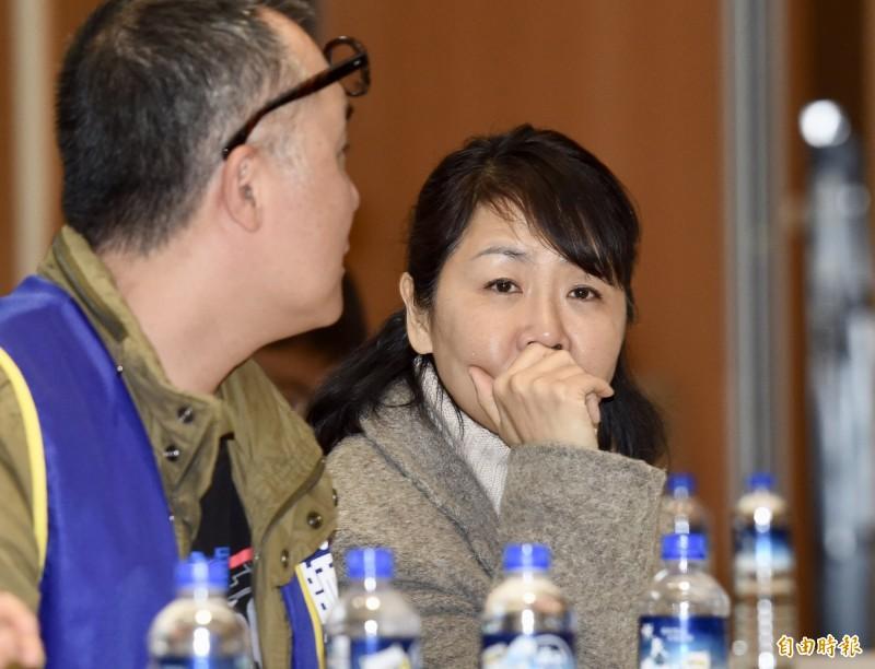 機師工會常務理事陳蓓蓓說,今日凌晨1點進行第3次協商座談會,這個時間本來只是開玩笑,沒想到交通部就當真了。(記者黃耀徵攝)