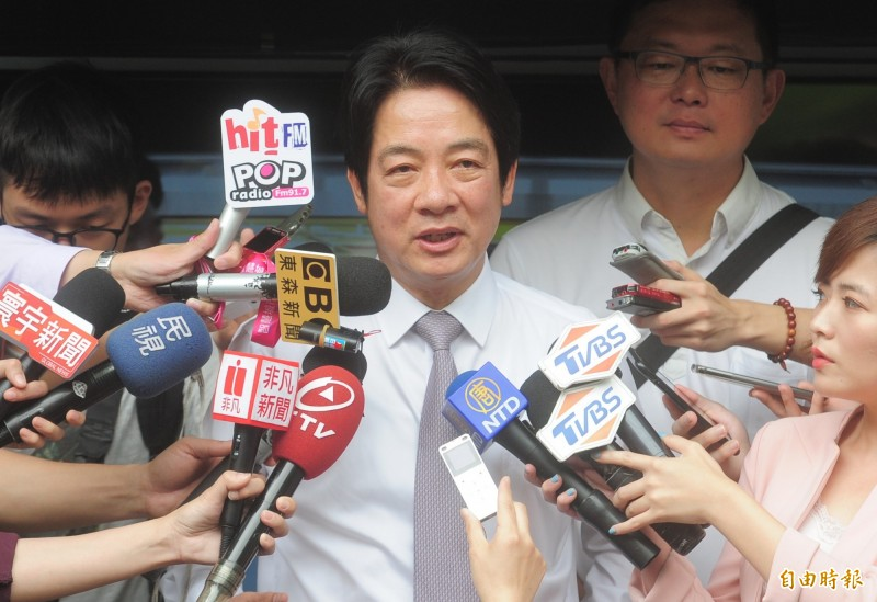 前行政院長賴清德到台北慈聖宮錄製「威廉相見歡」節目,媒體聯訪。(記者王藝菘攝)