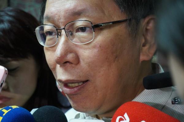 有網友爆料最近接到台北市長選舉的民調電話,但對方刻意批評柯文哲的問法,讓網友感覺不太像是在做民調,反倒像是在對人「洗腦」。(資料照,記者涂鉅旻攝)