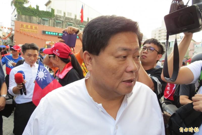 顏清標陪同韓國瑜,說要展現台中人熱情。(記者蘇金鳳攝)