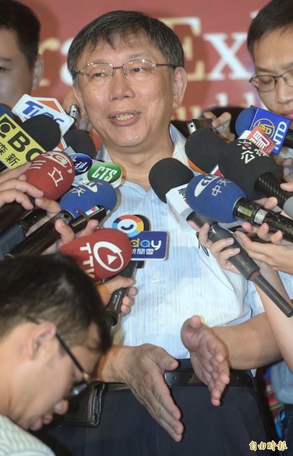 台北市長柯文哲官方LINE帳號出包,柯文哲上午說明此事時回應,就還沒弄好阿,「猴死嬰仔」。(記者張嘉明攝)