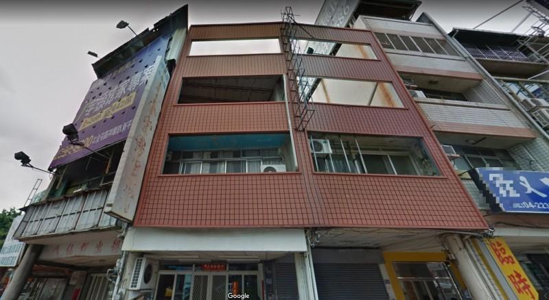 有網友猜測外牆的4層樓可能和日後加蓋擴建有關。(圖擷取自Google街景)