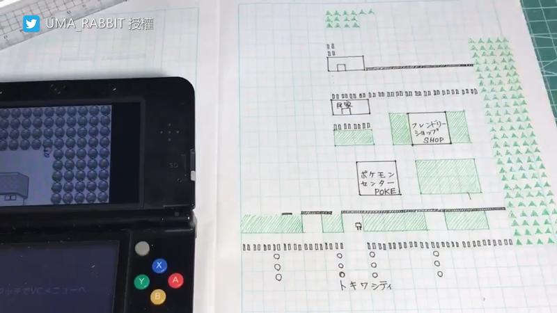 推主UMA邊看遊戲畫面,邊利用方格紙紀錄遊戲地圖狀況。(圖片由Twitter帳號UMA_RABBIT授權提供使用)