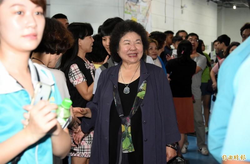 總統府秘書長陳菊陪同蔡英文總統拜訪投入社區工作長達20年的高雄福氣教會。(記者張忠義攝)