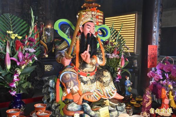 雲林縣大埤鄉大德村北極殿,今年元月以1萬1000多張壽金(金紙)雕塑的柯象金身神像。(資料照)