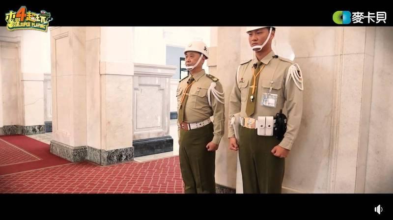 今日為我國「93」軍人節,《木曜4超玩》將有特別節目,在該節目的預告中,主持人邰智源與KID將挑戰一日憲兵並前往總統府站哨。(圖擷自臉書)